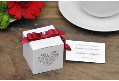 Pudełka kwadratowe z ornamentowym sercem