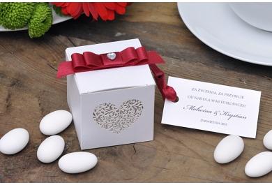 Pudełka kwadratowe z ornamentowym sercem + migdały