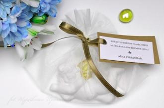 Cherubiny w organzie - prezent i piękny upominek dla gości