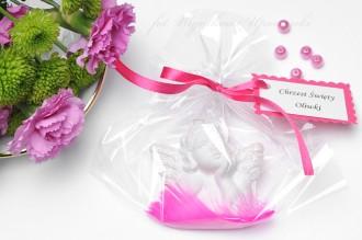Cherubiny z piórkiem prezenty dla gości
