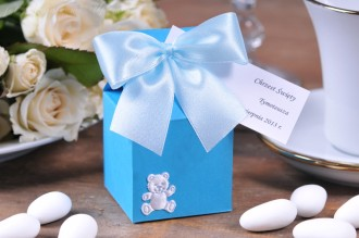 Pudełka wysokie upominki na chrzest - z migdałami (białe, różowe, niebieskie)